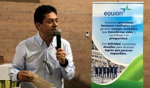 Edgar Pérez da declraciones en el Durante un encuentro comunitario con familias campesinas