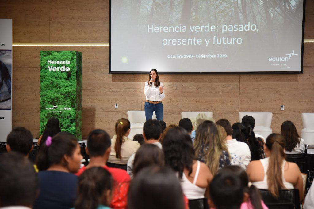 Funcionaria de Equión hablando de la huella verde que ha dejado la emrprsa en Casanare